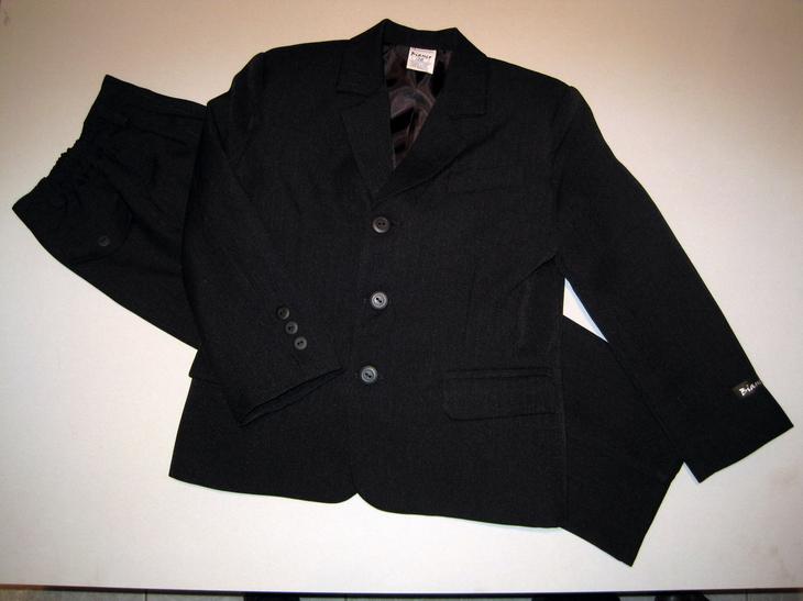 66f6f9931b ○ Fiú ruhák